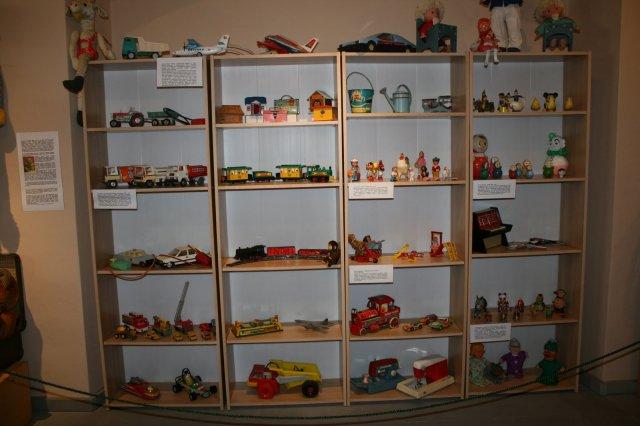 Wystawa starych zabawek z PRL-u